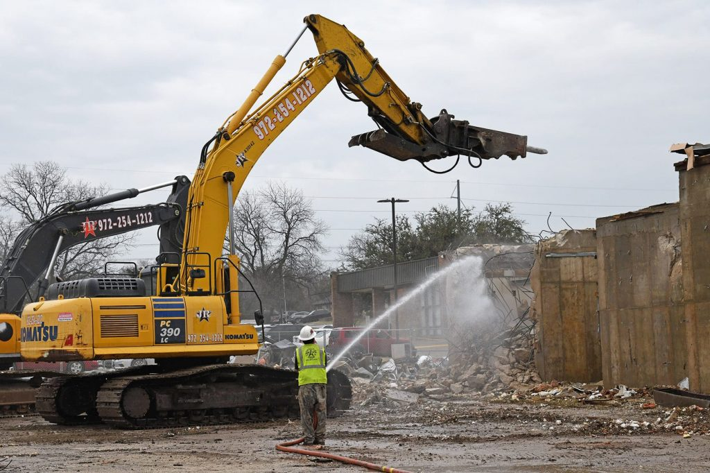 demolition contractor in Dallas